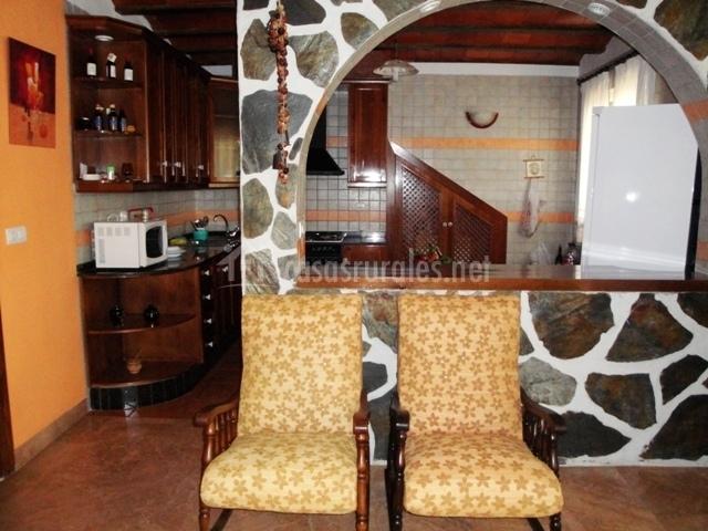 Casa cayo villa trinidad en navares murcia Barra cocina madera