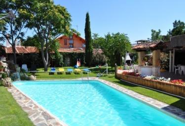 Casas rurales con piscina en olmedo for Casas rurales con encanto y piscina