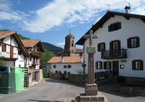 Monolito en la plaza del pueblo