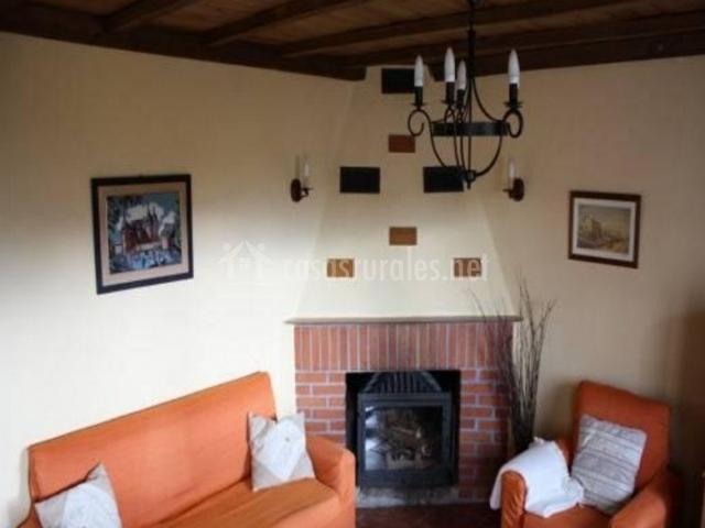 Sala De Estar En Naranja ~ Casa de las Cinco Lagunas en San Bartolome De Tormes (Ávila)