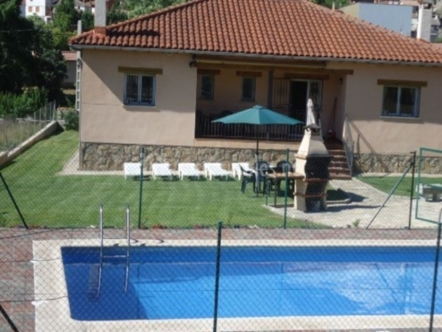 Casa rural el chorrito en navatalgordo vila for Casa rural avila piscina