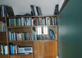 Biblioteca de la sala