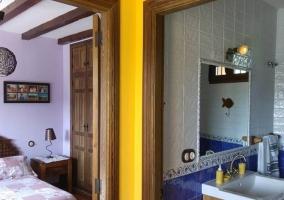 Pasillo de la casa con vistas del dormitorio y el aseo