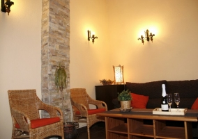 Sala de estar con mobiliario variado