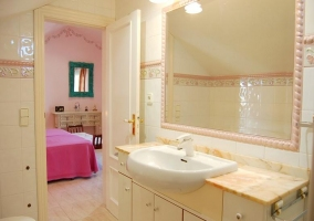 Dormitorio doble y su aseo integrado