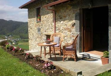 La Casa de Atrás - El Franco, Asturias