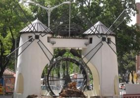 Rotonda con molinos