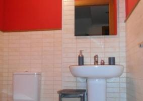 Aseo de la casa en blanco y rojo