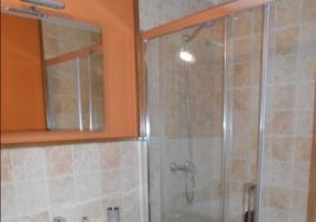 Aseo de la casa en naranja con ducha