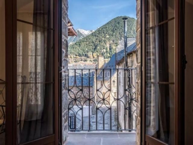 Dormitorio de matrimonio y sus balcones