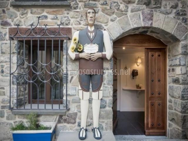 Entrada a la casa con detalle en el exterior