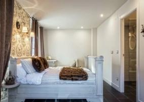 Dormitorio de matrimonio amplio y elegante