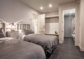 Dormitorio doble en blanco y gris