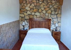 Armario de madera en el dormitorio