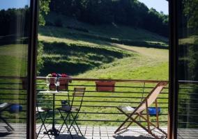Mobiliario de madera en el exterior
