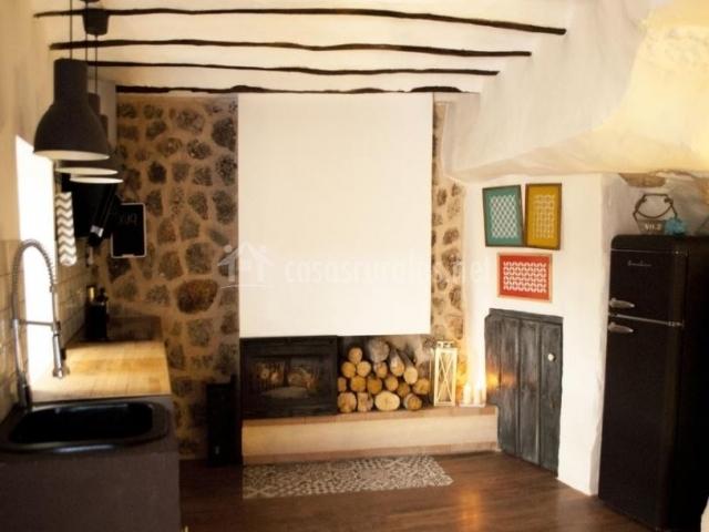 Alojamientos xuq grotta en jorquera albacete for Cocinas con chimenea