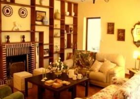 Interior salón con chimenea