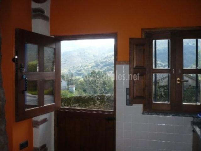 Casa luisa nava en nava asturias - Puertas exterior asturias ...
