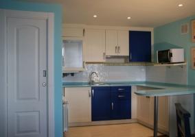 Cocina de la casa azul amplia