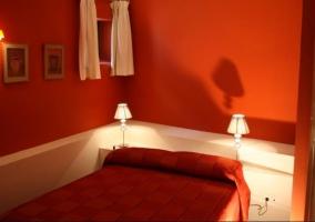 Dormitorio de matrimonio rojo