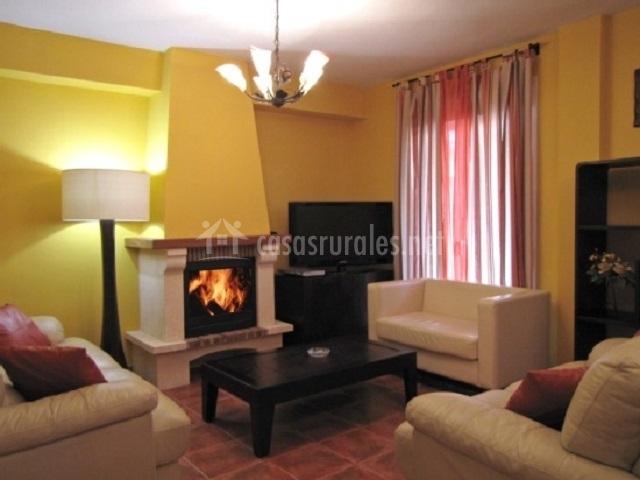 Salón con espectacular chimenea