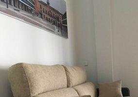 Sala de estar con cuadro