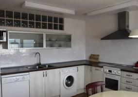 Cocina de la casa con vidriera