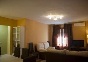 Sala de estar en marrones