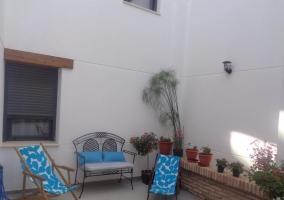Vistas de la terraza con sillas
