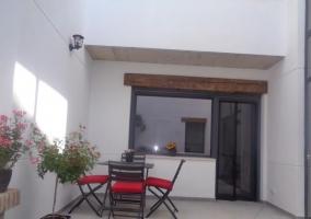 Vistas del porche con mesa