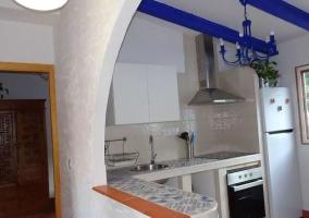 Cocina tipo office en blanco