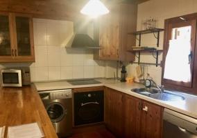 Cocina de la casa con barra