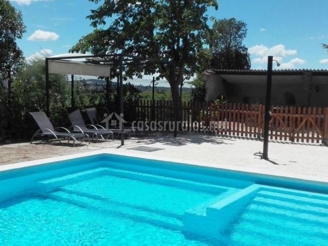 Amplia piscina de la casa