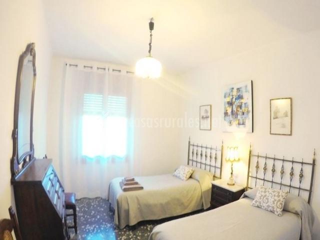 Dormitorio doble con mucha luz
