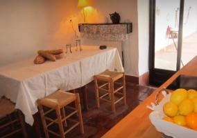 Cocina comedor con mesa