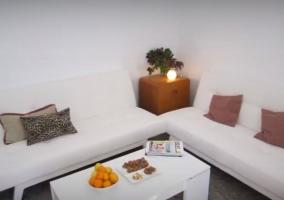 Sala de estar en blanco