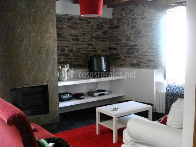 La panera verde en bernardos segovia for Sala de estar rojo y blanco