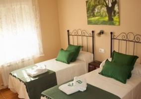 Dormitorio doble con detalles en verde