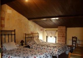 Dormitorio doble con camas