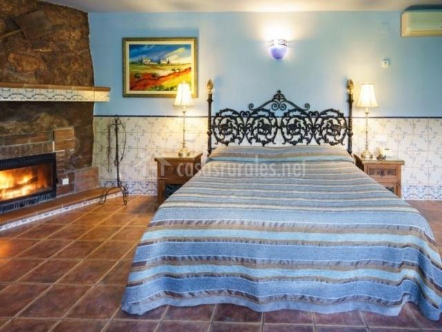 Dormitorio amplio con cama