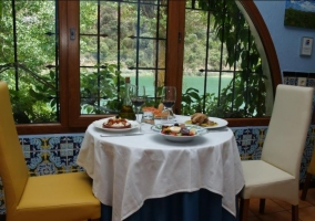 Comedor con mesas