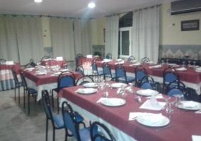 Restaurante con mesas