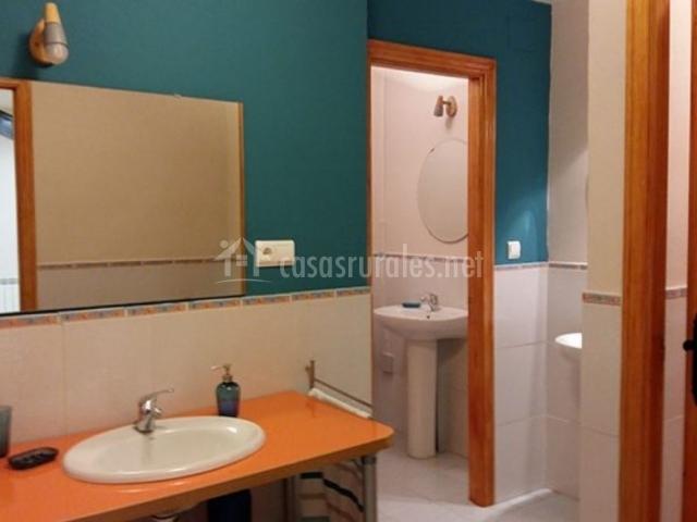 Aseo del alojamiento con lavabo