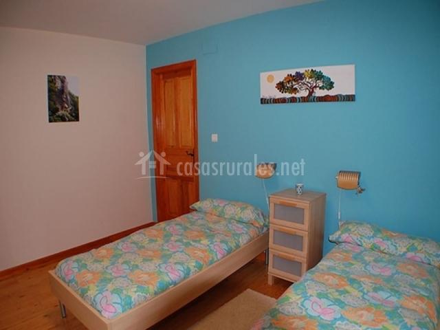 Dormitorio doble en color azul