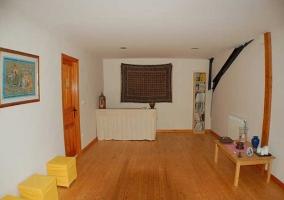 Salas de la casa con suelo de madera