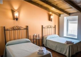 Dormitorio doble con pared