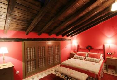 Apartamentos El Zarzo- Rojo - Hervas, Cáceres