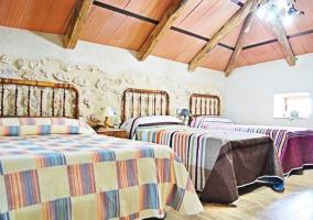 Dormitorio con camas supletorias