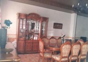 Sala social con mesa