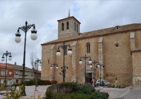 Zona de la iglesia con farolas